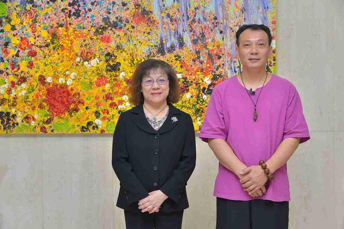 第100場達陣 第一藝術空間推出李凱宸「禪風舞木」雕刻展,共二張圖
